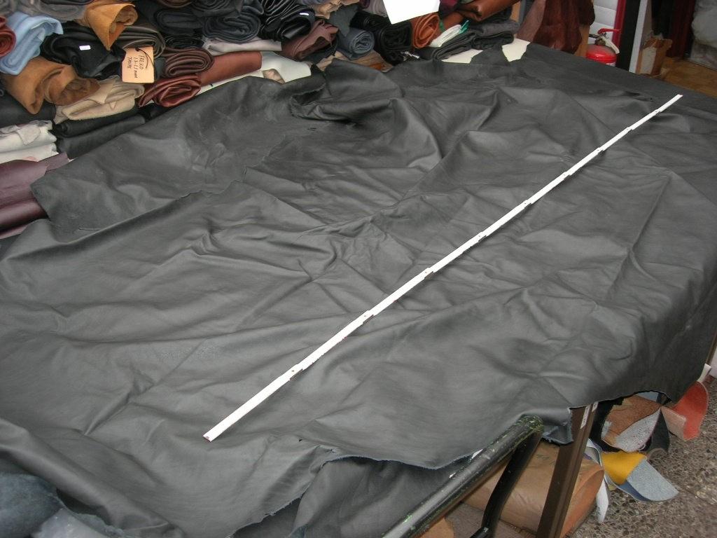 Rindlederanrisse (CRUST) dunkelgrau anilin 1,0-1,2 mm