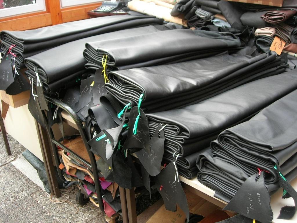 Möbelleder schwarz Einzelhäute (MÖEZS)
