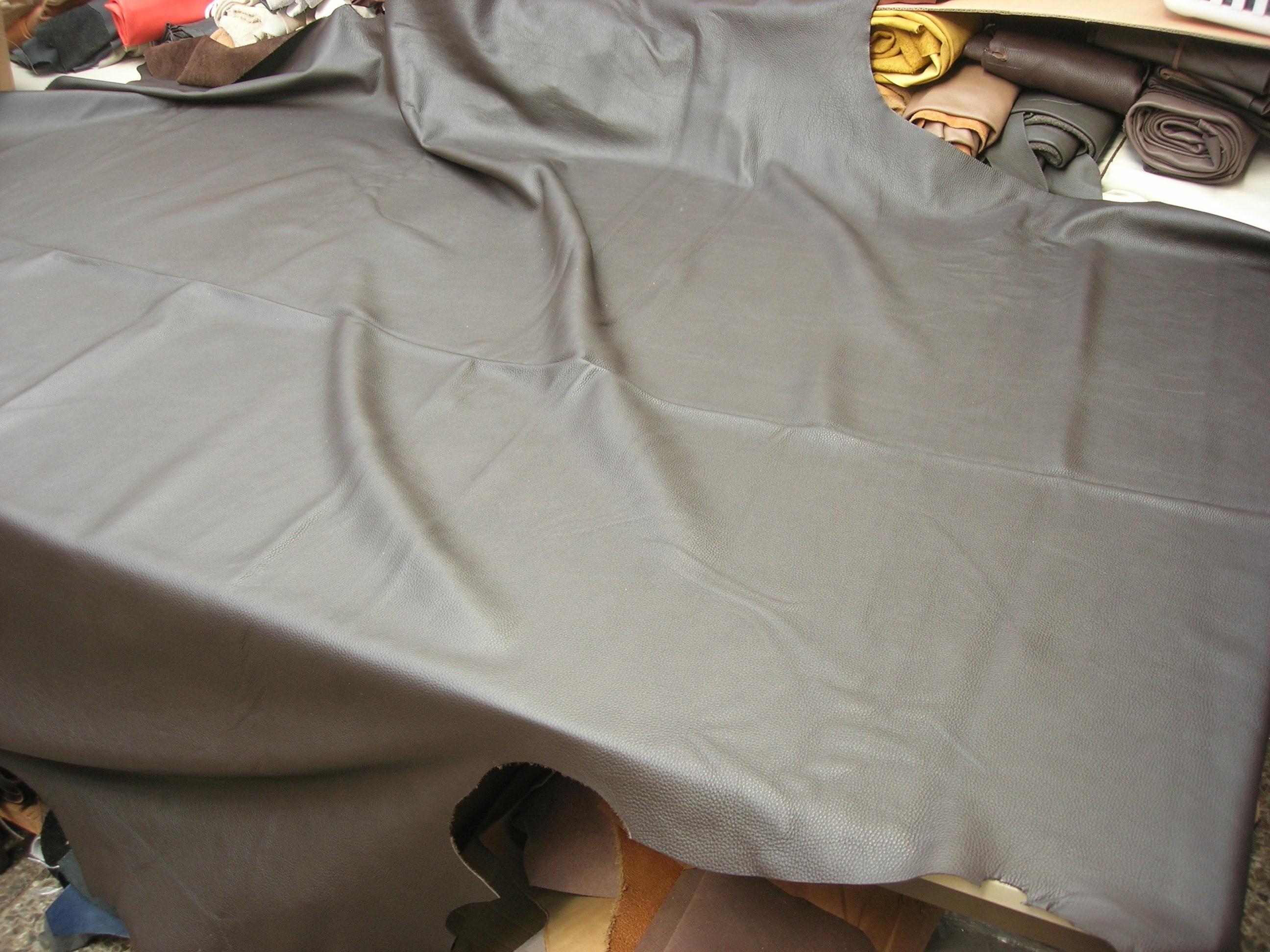 Möbelleder dunkelbraun 1,5 mm leicht gedeckt (S1815DB)