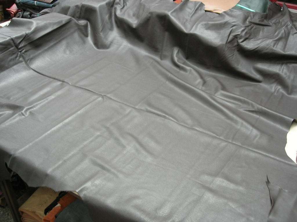 Rindleder dunkelbraun genarbt 1,2mm (E201150KDB10)