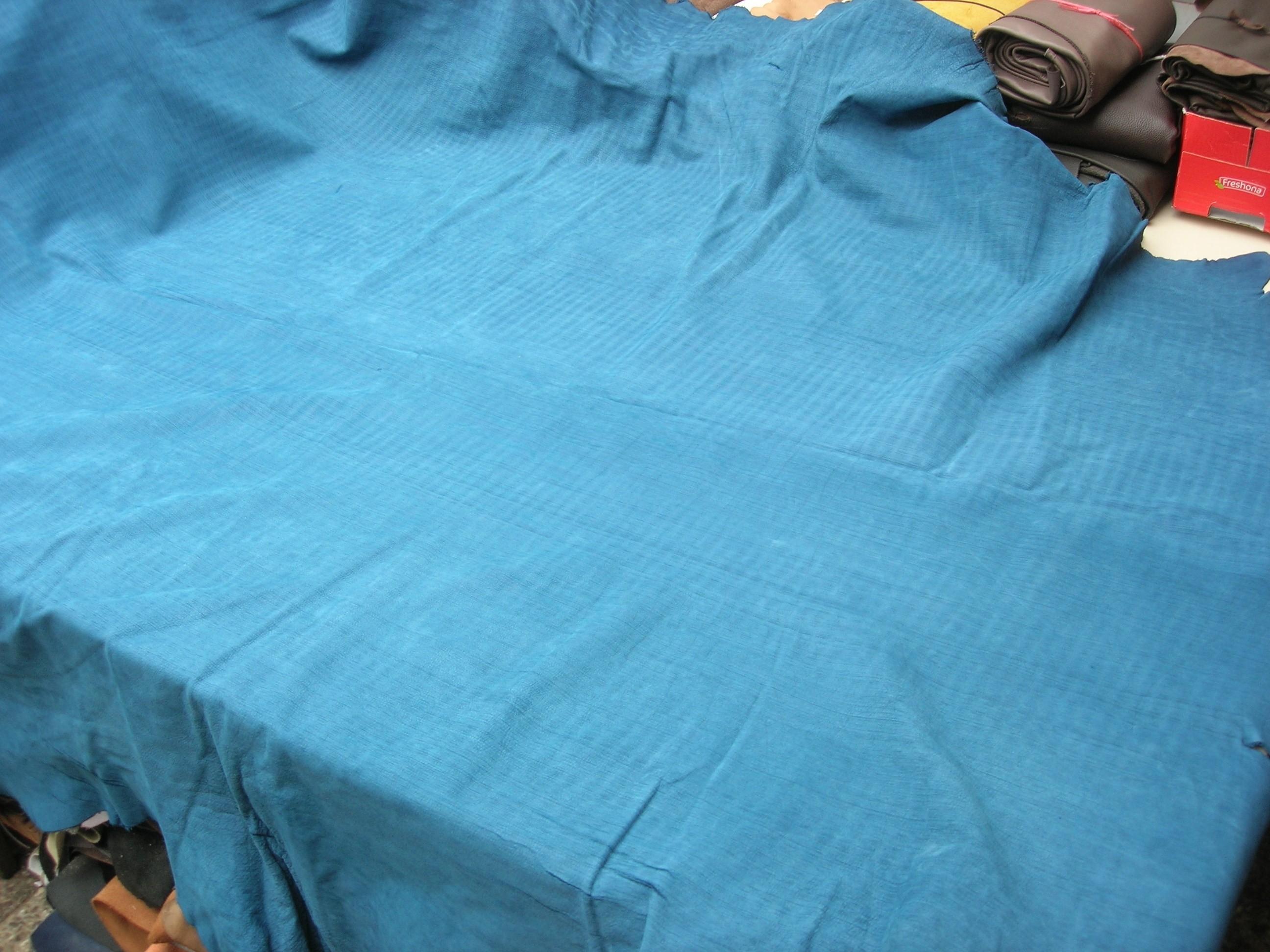 Möbelleder blau-türkis gestrichelt anilin 1,5 mm (E191150KG)
