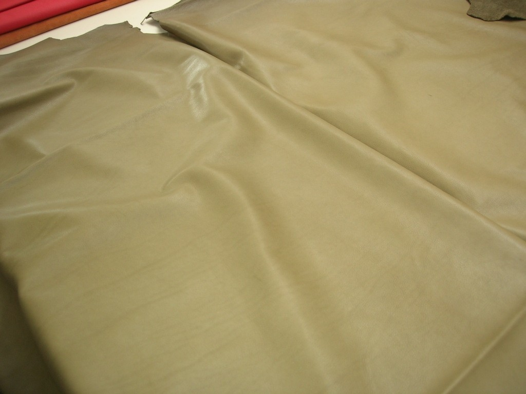 Rindleder oliv 1,2mm anilin (C1115G)