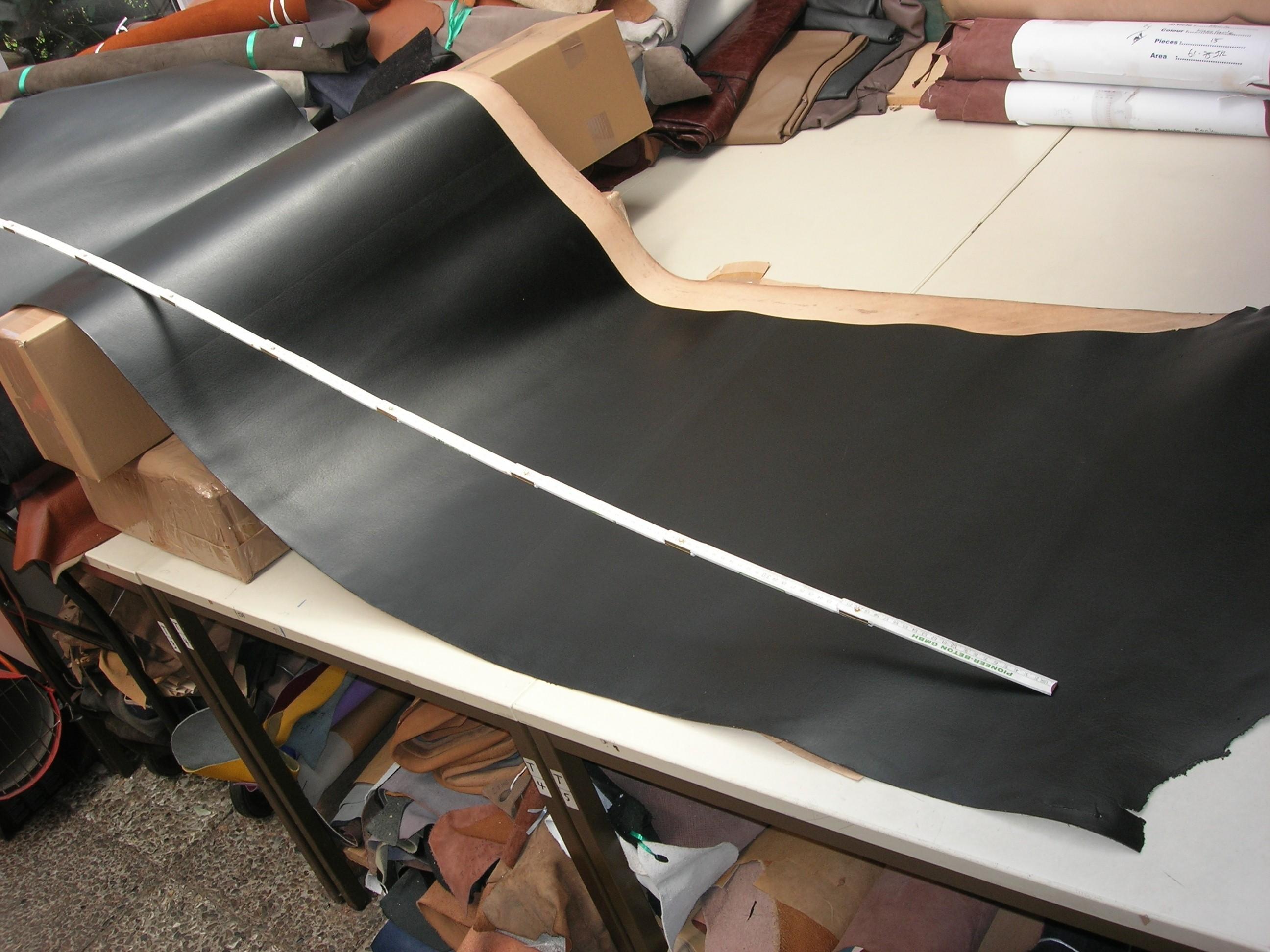 Rindlederhechte (E1117K) schwarz kopfgedeckt