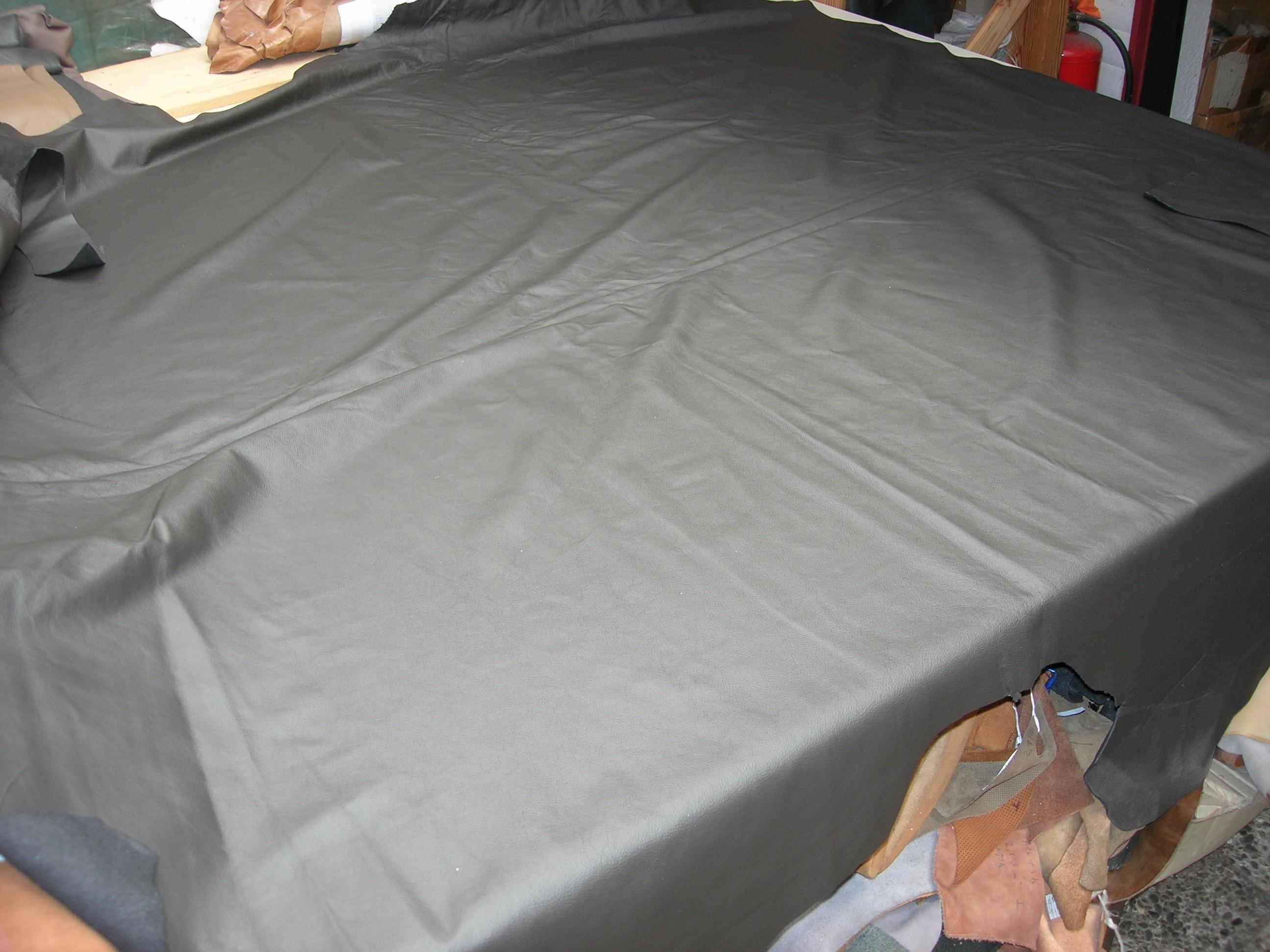 Möbelleder tief dunkelbraun 0,8 mm stark gedeckt (E191150KDB23)  Ausverkauft