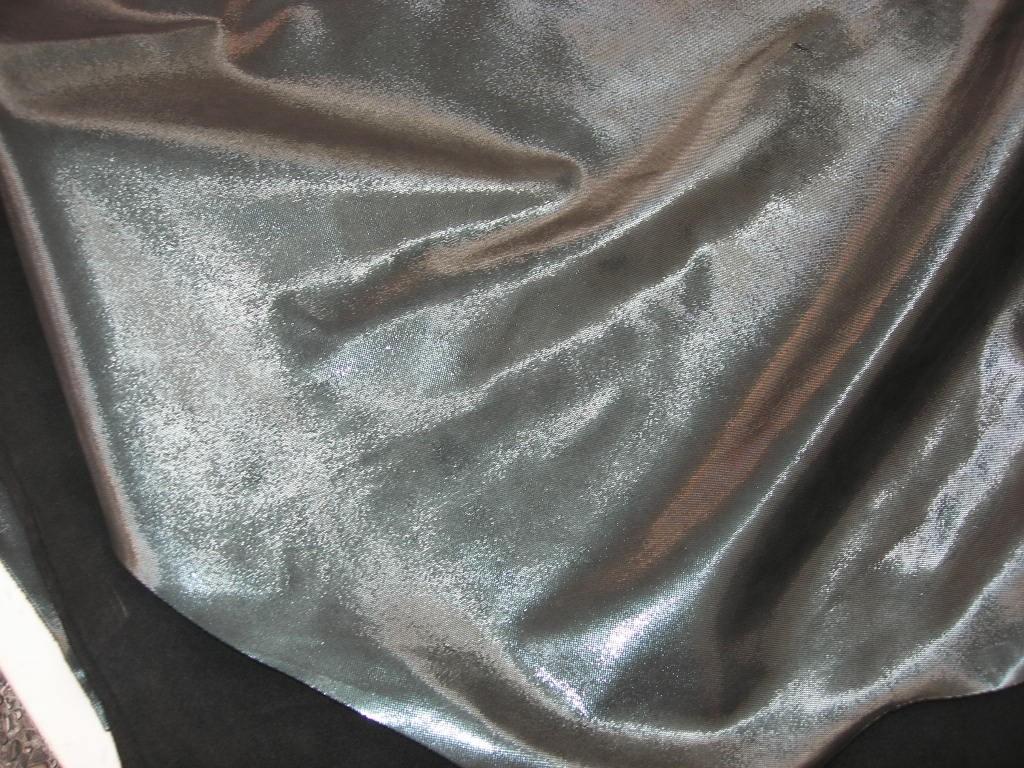 Kalbhälften grün-metallic geprägt (C181250K3)