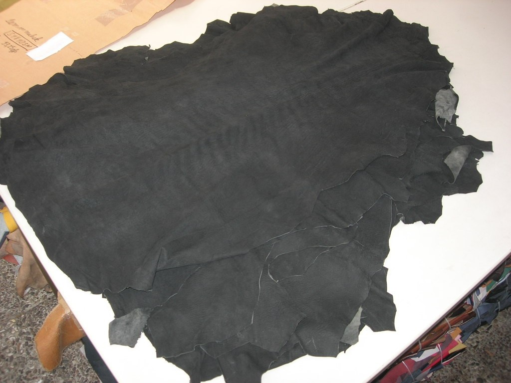 Lammnubuk schwarz sehr weich 0,6-0,7 mm (S1810SN)