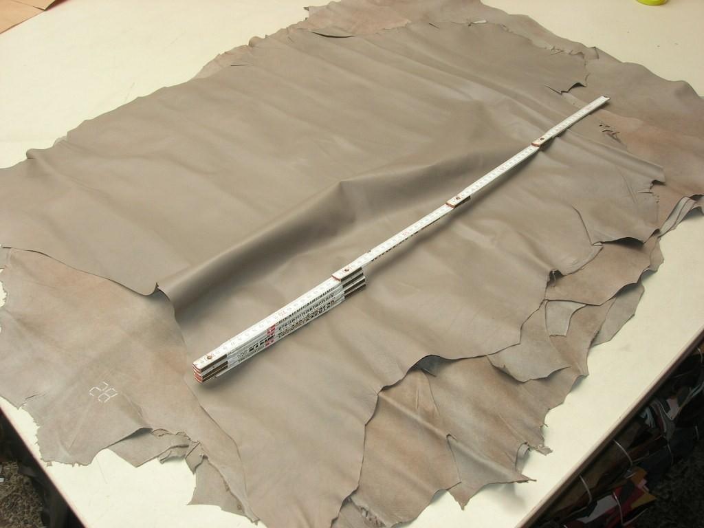 Lammnappa graubeige 0,5 mm anilin (P1013BG) , Lackierpünktchen