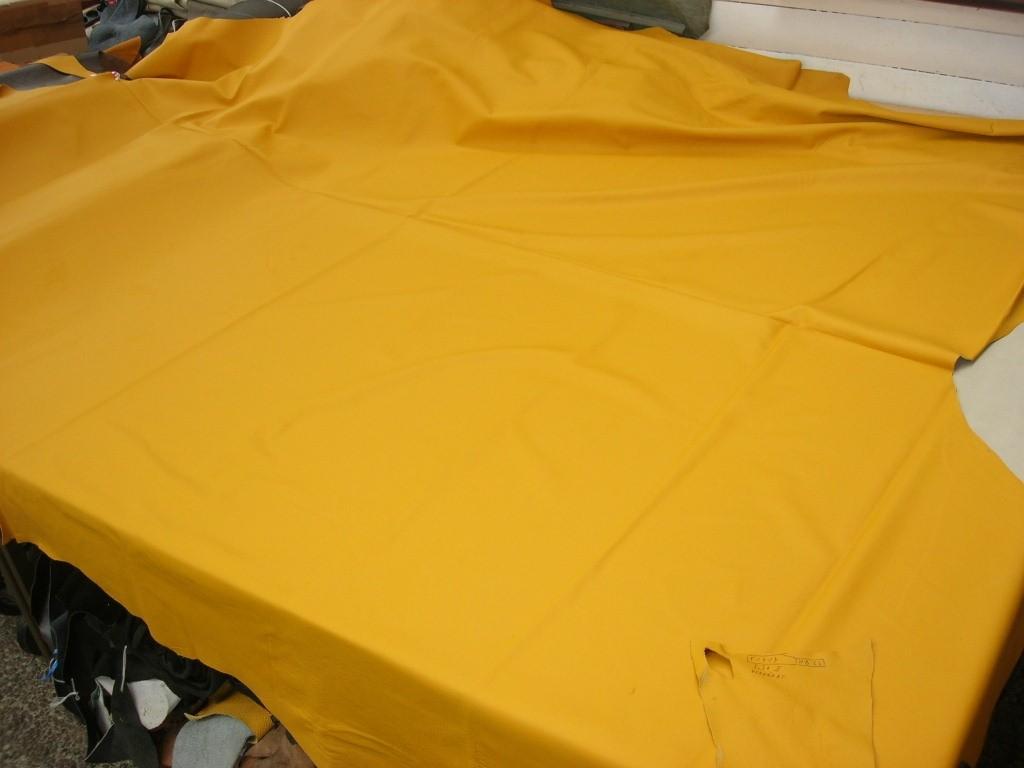 Möbelleder gelb 1,0 mm gedeckt (F1414HB23)