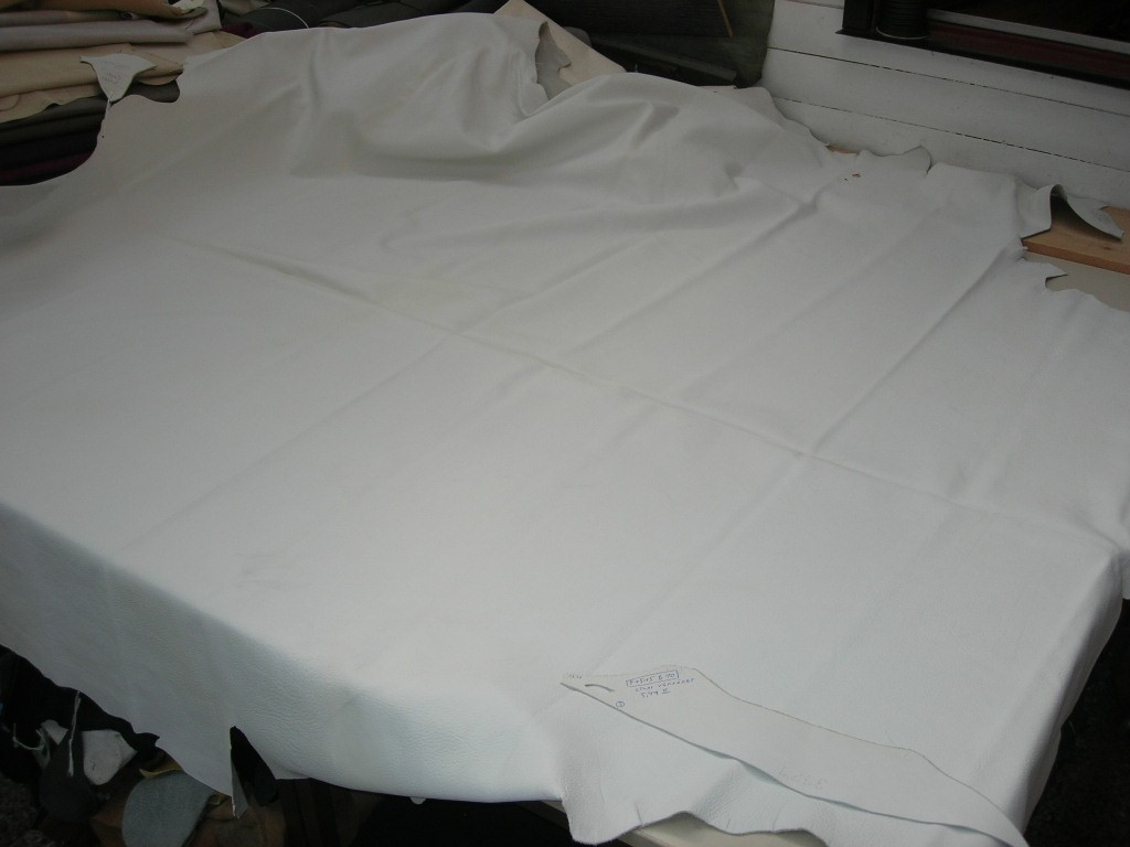 Möbelleder weiß 1,5mm semi (F1515B10)