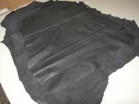 Lammnappa schwarz anilin 0,5 mm (A1230KS) mit leichtem Fettausschlag.